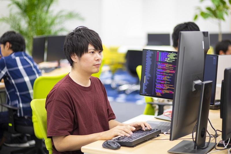 """【社員インタビュー#10】""""若手""""という言葉に甘えない。企業と共に成長する若手エンジニアのあゆみのアイキャッチ"""